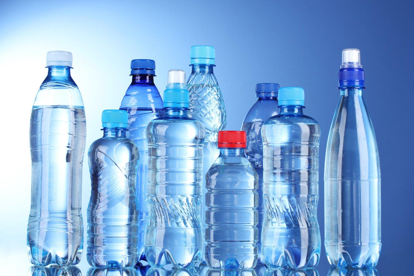 Эксперт объяснил, какая бутилированная вода не будет маркироваться